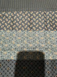Blauwe reproductie stoffen van antieke quilts