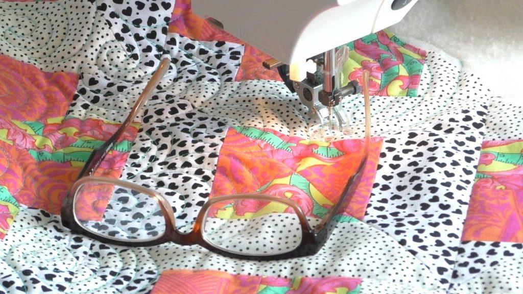 Leesbril bij quilten- Marlies Mansveld